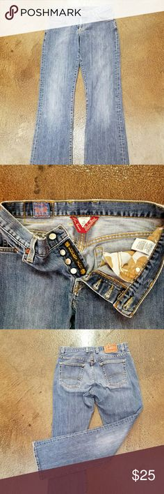 Lucky Brand Lucky brand women's jeans is there a great pair of jeans they are but inclined to have an income of 32 they show some love but they have a lot of love to give there are no holes or stains. Lucky Brand Jeans Straight Leg