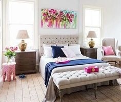 matching headboard and bench at foto of bed. love