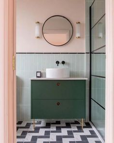 Mixing the old with the new: 7 vintage bathroom design ideas .- Mischen von Altem mit Neuem: 7 Vintage-Badezimmerdesign-Ideen, die Sie ohnmächt… Mixing the old with the new: 7 vintage bathroom design ideas that will make you pass out - Bad Inspiration, Bathroom Inspiration, Interior Inspiration, Diy Bathroom, Bathroom Ideas, Bathroom Organization, Master Bathrooms, Bathroom Vintage, Bathroom Mirrors