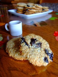 BISCUITI DIETETICI CU FULGI DE OVAZ SI COCOS | Dragostea in bucate Healthy Biscuits, Cake Cookies, Doughnut, Cereal, Bacon, Deserts, Good Food, Food And Drink, Gluten Free