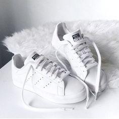 adidas white ☆
