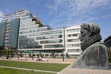 Escultura clássica em Vigo Louvre, Building, Travel, Spain, Sculptures, Monuments, Turismo, Viajes, Buildings