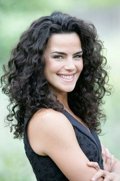 I want my hair to stay looking like that! Hairstyles For Medium Length Curly Hair