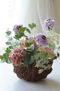2014年母の日フラワーギフト**Panier de fleur お花畑からお花を摘んできたようなバスケットアレンジ