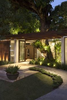 New exterior house design modern simple ideas Backyard Patio, Backyard Landscaping, Landscaping Ideas, Backyard Ideas, Modern Landscaping, Garden Ideas, Home Interior Design, Exterior Design, Lobby Interior