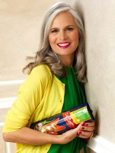 With her gray hair color I dont think the yellow and green look gray hair color yellow - Gray Things Long Gray Hair, Silver Grey Hair, White Hair, Going Gray Gracefully, Aging Gracefully, Silver Haired Beauties, Grey Hair Inspiration, Salt And Pepper Hair, Beautiful Old Woman