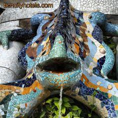 Otro dragón barcelonés ilustre... El de la fuente del Park Güell sería sin duda el más famoso si no fuera porque... es una salamandra.Another Barcelona\'s dragon. The one you\'ll find in Park Güell would undoubtedly be the most famous... but is a salamander.