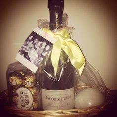 Champagne gifts and gift sets that fit your budget and occasion. Deliver a lasting impression with an elegant champagne gift basket delivery. Champagne Gift Baskets, Champagne Gift Set, Winter Wedding Centerpieces, Wedding Decorations, Food Baskets For Christmas, Wine Candles, Wine Baskets, Photo Craft, Wedding Themes