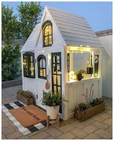 60 Adorable Farmhouse Cottage Design Ideas And Decor - Googodecor Backyard For Kids, Backyard Patio, Backyard Storage, Backyard Landscaping, Patio Roof, Play House Outdoor Kids, Patio Bar, Backyard Retreat, Tiny Mobile House