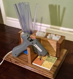 Rustic Decor Ideas For Outdoor Spaces Glue Gun Stand Stand . - Rustic Decor Ideas For Outdoor Spaces Glue Gun Stand Glue Gun Stand - Craft Room Storage, Craft Organization, Space Crafts, Home Crafts, Klebepistole Halter, Glue Gun Holder, Woodworking Projects, Diy Projects, Woodworking Tools