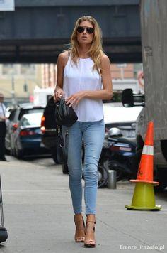 prosta styluzacja jeansy i biała bluzka  #jasnejeansy #prostastylizacja #codzeinnastylizacja #uniwersalnastylizacja