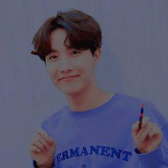 imagem descoberto por ✿ — 蓬鬆. Descubra (e salve!) suas próprias imagens e vídeos no We Heart It Seokjin, Namjoon, Taehyung, Hoseok Bts, Blue Aesthetic Pastel, Rainbow Aesthetic, Kpop Aesthetic, Aesthetic Themes, V E Jhope