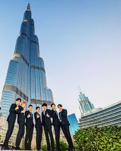 "643 Likes, 2 Comments - CHANYEOL (찬열/燦烈/チャンヨル) (@pcy_chanyeol92) on Instagram: ""; [ 180117 ] Dubai Calendar Facebook with EXO - EXO TOOK A PICTURE AT BURJ KHALIFA IN DUBAI IT'S…"""