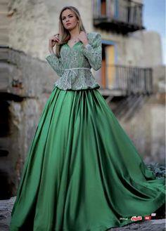 Samir KERZABI-Bluza&Karaku-Algeria Modern Fashion, High Fashion, Oriental Wedding, Costume, Traditional Dresses, Classy, Blouses, Deco, Embroidered Jacket