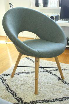 Derya Dincer: Uutta kotiin Scandinavian Living, Chair, Inspiration, Furniture, Home Decor, Biblical Inspiration, Decoration Home, Room Decor, Home Furniture