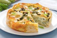 Il timballo di zucchine al basilico è una ricetta vegetariana per un primo piatto perfetto per una cena o da gustare il giorno dopo
