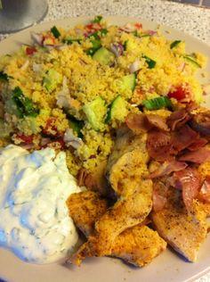 """""""Kyllingspidd"""" med couscous salat og yoghurt dressing (SlankMedRoede)"""