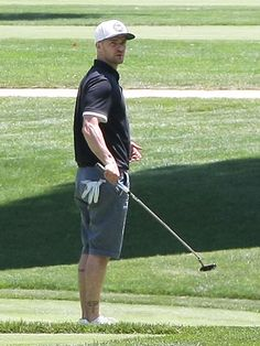 Justin Timberlake Photos - Singer and actr Justin Timberlake enjoys a round of golf at the Lakeside Golf Club in Toluca Lake, California with friends on June When Justin spotted the cameras, he gave them the bird! - Justin Timberlake Golfs in Toluca Lake Celebrity Workout, Celebrity Fitness, Toluca Lake, Tom Hanks, Justin Timberlake, Celebs, Celebrities, Stay Fit, In Hollywood