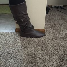 Very cute brown dress boot Worn a couple of time dress boot Rue 21 Shoes