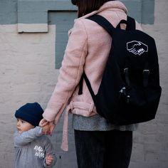 Mère Soeur Hand Hold ((BACKPACK))