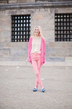 5. Pretty in Pink - 9 Eye-Catching Colourful Street Style Looks You Can Recreate ... → Streetstyle