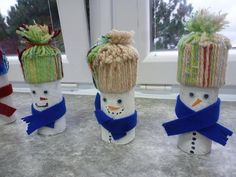 Sněhulák z ruličky Christmas Ornaments, Halloween, Holiday Decor, Home Decor, Decoration Home, Room Decor, Christmas Jewelry, Christmas Decorations, Home Interior Design