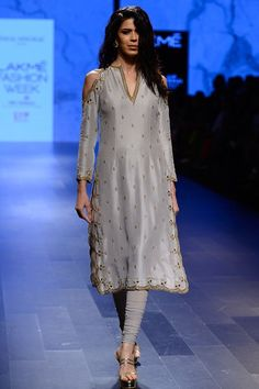 Payal Singhal Indian Wear Collection : : Zarin : Dove Grey Silk Cold Shoulder Scallop Embroidered Kurta Worn With Net Churidar. Pakistani Dresses, Indian Dresses, Indian Outfits, Western Outfits, Kurta Designs, Blouse Designs, Dress Designs, Indian Attire, Indian Wear