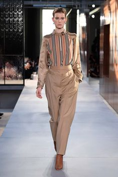 Burberry Spring 2019 Ready-to-Wear Fashion Show Collection  See the  complete Burberry Spring 2019 Ready-to-Wear collection. 3bc5adf57ec