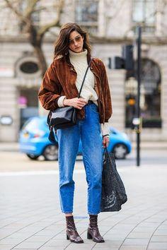 Cet hiver, pour battre le pavé avec style, il faut oser le mix jean court vintage et bottines. Entre esthétique 80's et modernité, c'est la silhouette qui nous plaît.