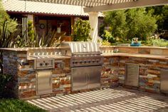 Interactive Gallery: How to Build an Outdoor Kitchen