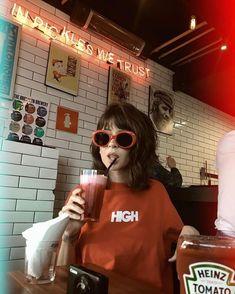 Aesthetic Vintage, Aesthetic Photo, Aesthetic Girl, Aesthetic Pictures, Aesthetic Grunge, Aesthetic Anime, Foto Instagram, Tumblr Girls, Ulzzang Girl