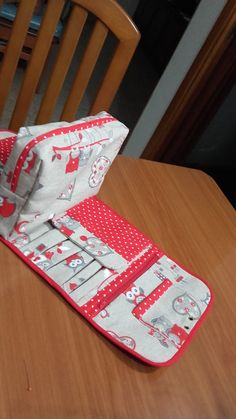 Sewing Hacks, Sewing Crafts, Sewing Projects, Sewing Makeup Bag, Pencil Bags, Sewing Accessories, Bag Making, Cosmetic Bag, Purses And Bags