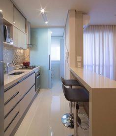 Cozinha integrada por Mariane e Marilda Baptista #kitchen #pastilhadevidro #homedecor #cocina #interiordesign #decoração #cozinhamoderna #cozinhaplanejada