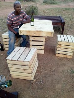 This unique pallet table and stools designing is giving out an inspiring impressive that can stand out to be a perfect idea for your house outdoor. The designing of the project has been done in simple variations and much stylish form of the height styling of the textured work has been availed at the best.