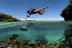 Spearfishing in New Caledonia. Now that's some serious spearfishing! National Geographic, Popular Photography, Amazing Photography, Photography Ideas, Nature Photography, Between Two Worlds, Around The Worlds, Perfectly Timed Photos, Gone Fishing