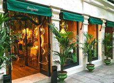 Organic Restaurant, Cafe Restaurant, Restaurant Design, Black Bean Hummus, Rainforest Cafe, Cafe Bistro, Outside World, Tropical Decor, Travel And Leisure