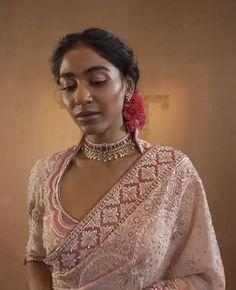 Indian Fashion Dresses, Indian Designer Outfits, Saree Painting Designs, Wedding Lehenga Designs, Indian Bridal Sarees, Modern Saree, Tarun Tahiliani, Stylish Blouse Design, Saree Photoshoot