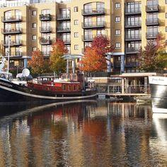 Eco Floating Home in St Katharine Docks #ecofloatinghomes #design #art  #modernhome #design #contemporarydesign #modernhouse#midcenturydesign #floatingoffices #floatingpavilions #architecturephotography  #urban #londonarchitecture