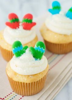 Mitten cupcakes, edible holiday decorations
