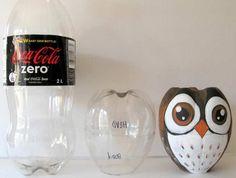 Il y a plusieurs mois, je vous avais donné l'idée de transformer vos bouteilles vides de coca cola en pingouin. Et bien voici une nouvelle idée, les transformer en hibou !