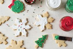 The Best Icing for Decorating Cookies: Candy Melts — Baking Tips from The Kitchn Cake Mix Cookies, Cut Out Cookies, Sugar Cookies, How To Make Icing, How To Make Cookies, Like Chocolate, Melting Chocolate, Holiday Baking, Christmas Baking