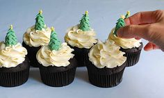 Make your christmas special with easily made christmas tree cupcakes.