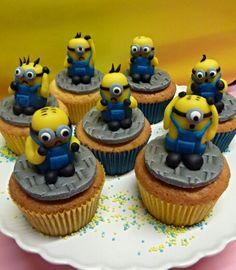 Minion cupcakes . www.dezoetetaart.com