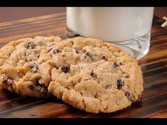 Recipe for making oatmeal raisin cannabis cookies for marijuana medicine Cake Mix Cookie Recipes, Cake Mix Cookies, Cookie Desserts, Biscuits Aux Raisins, Making Oatmeal, Raisin Sec, Healthy Oatmeal Recipes, Gluten Free Oatmeal, Recipes