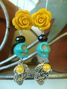 260c7a822b21 Items similar to Rosas con calavera charm on Etsy