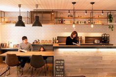 Coastal Home Interior Kitchen Dinning Room, Home Decor Kitchen, Home Kitchens, Kitchen Design, Cafe Design, House Design, Japanese Kitchen, Traditional House, Interior Decorating