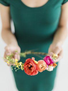 Wedding Crowns : Picture Description DIY floral halo: www. Diy Flower Crown, Diy Flowers, Flower Crowns, Floral Wedding, Wedding Flowers, Wedding Crowns, Wedding Veils, Hair Wedding, Bridal Hair