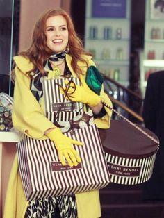 """[Lucy FILM #2] """"Avete presente quando incrociate un bel ragazzo che vi sorride, e il cuore vi si scioglie come una noce di burro sul pane tostato caldo?Io mi sento così quando vedo un negozio.Solo che è meglio! Infatti un uomo non ti amerà nè ti tratterà mai così bene come un negozio.Se un uomo ti sta stretto non puoi cambiarlo entro 7 giorni con uno splendido golf di cashmere!Un negozio ha sempre un buon profumo!""""   #iloveshopping #shopping #film #scarpe #shoes #montecatiniterme…"""