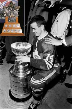 Celebrating The 1967 Toronto Maple Leafs Once upon a time. Hockey Highlights, Hockey Shot, Maple Leafs Hockey, Hockey Pictures, Hockey Games, Edmonton Oilers, Vancouver Canucks, Sports Figures, National Hockey League