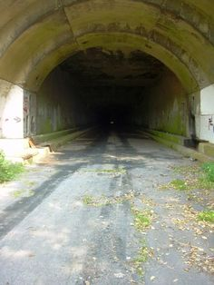 Abandoned Turnpike in Centralia, Pa. Centralia is beyond fascinating. Old Buildings, Abandoned Buildings, Abandoned Places, Centralia Pennsylvania, Pennsylvania Turnpike, Haunted Places, Back To Nature, Ghost Towns, Architecture Details